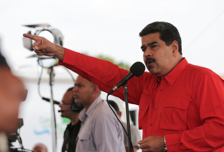 Reuters: EEUU analiza sanciones contra funcionarios cubanos por rol en represión en Venezuela