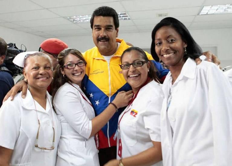 Mientras médicos venezolanos huyen por pésimas condiciones salariales y laborales 2500 médicos cubanos llegan a Venezuela