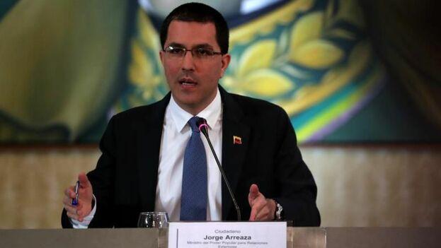 Venezuela afirma que hará llegar petróleo a Cuba pese a medidas de EE UU