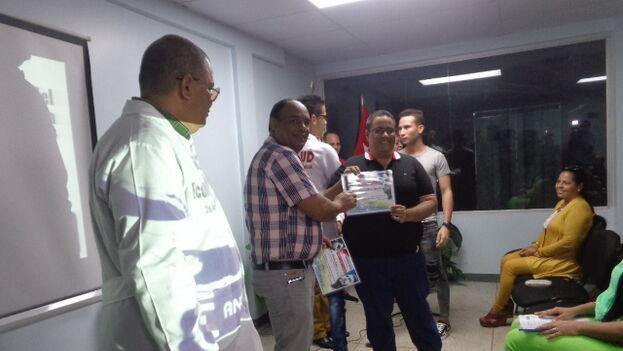 Más de 750 economistas y contadores cubanos trabajan en misión oficial en Venezuela
